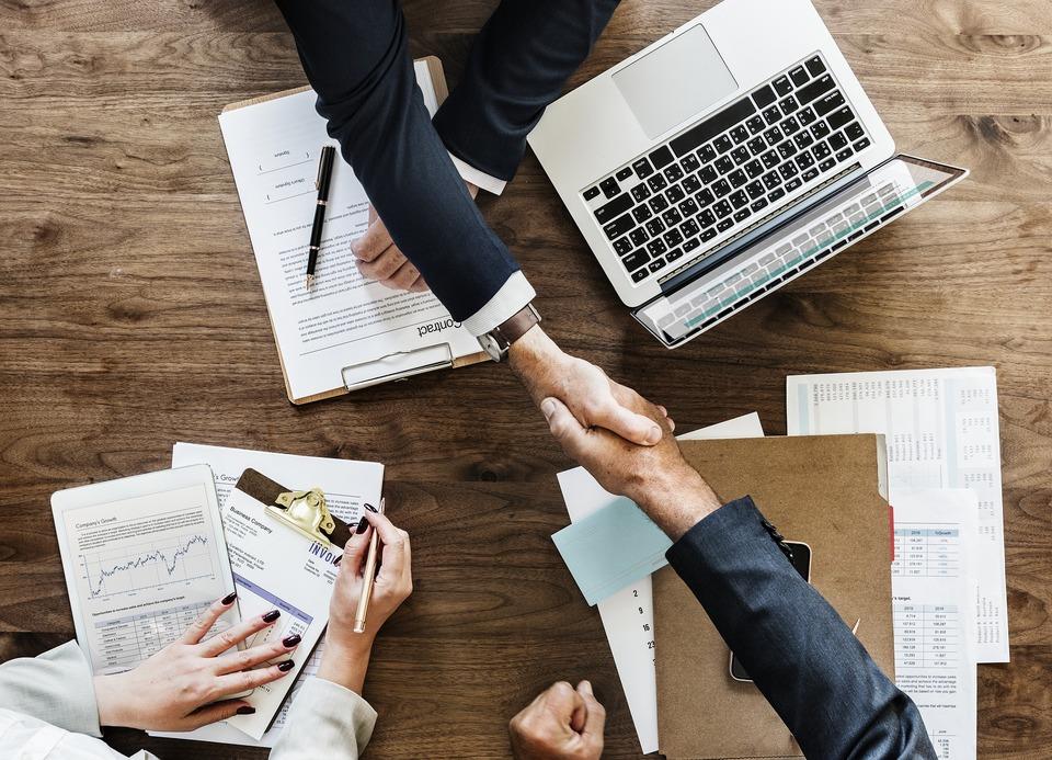 会計、法務、経営等に精通したプロフェッショナル集団がワンストップサービスをご提供します